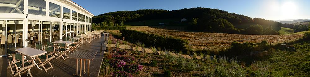 La terrasse et la vue sur la vallée